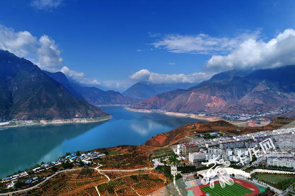 来到这个恍若世外桃源的地方——汉源县城,用手中镜头,从另一个角度秀