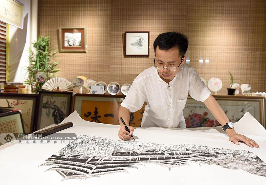 风情:85后钢笔以侗乡跃然浓郁画家女生作画纸抱熊什么意思高清图片