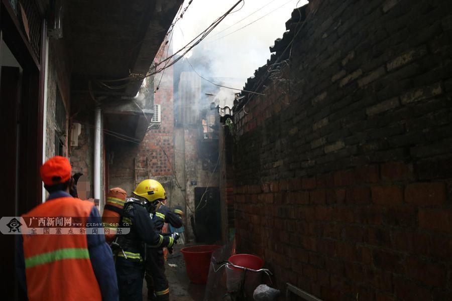 媒体推荐  据了解,起火建筑为一层砖木结构瓦房,总建筑面积35平方米