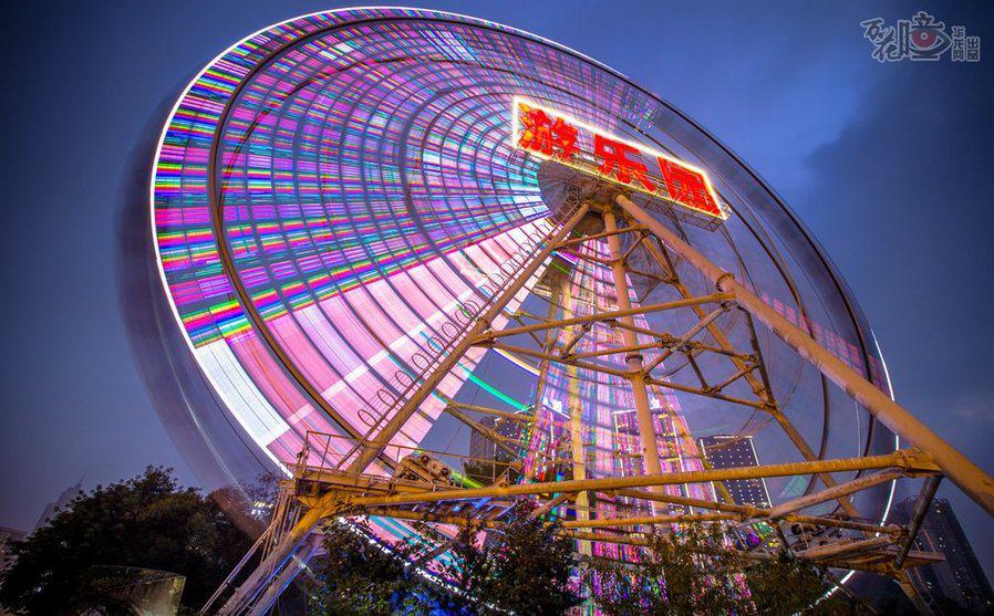 10月9日,重庆游乐园,即将停用前夕,最后一次光彩夺目地开启全部灯饰.图片