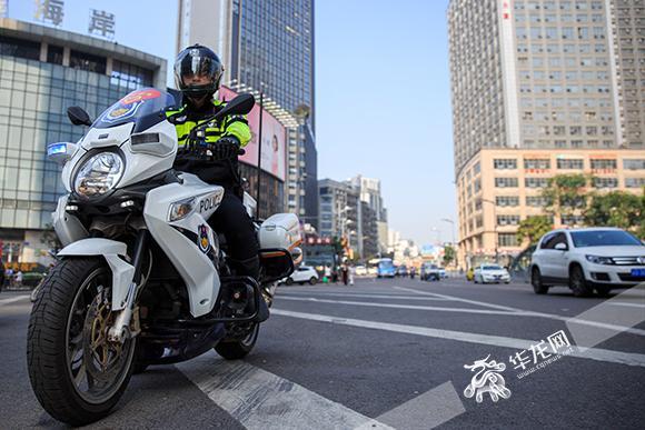 交警支队车所_骑警所骑的大排量摩托车.市交巡警总队供图 华龙网发