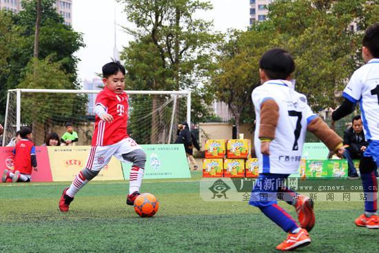 用行动普及幼儿足球 南宁市举办小球星幼儿足