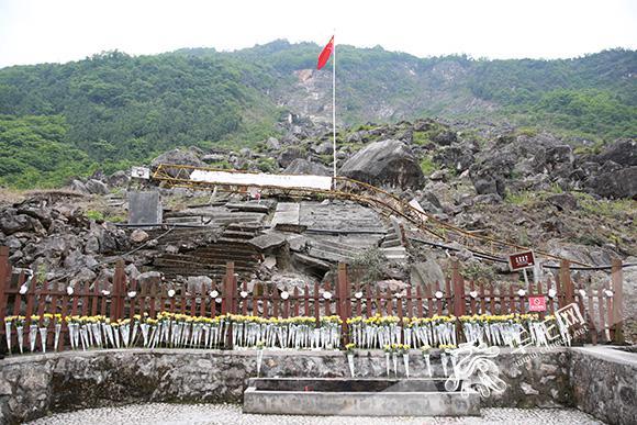 北川中学遗址. 记者 刘嵩 摄-灾难在这里凝固,但是希望从这里启航图片
