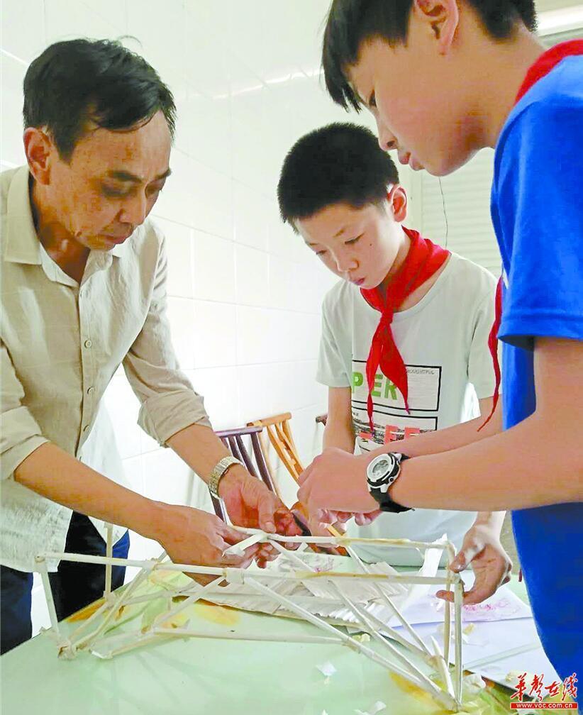 [寻找最可爱乡村教师]李性蒲:种桃种李种春风