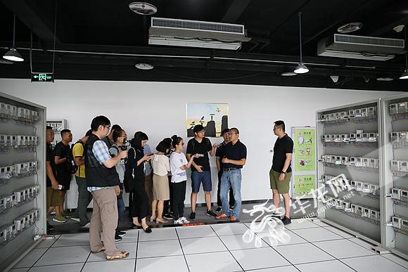 参观重庆物奇科技有限公司智能电表产品.记者 李裕锟 摄