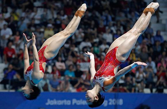 重庆选手亚运会首金诞生 施廷懋跳水女子双人三米板卫冕