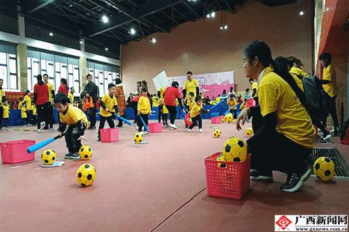 趣味性强的主题竞赛游戏,培养幼儿对体育活动的兴趣和初步的竞争意识