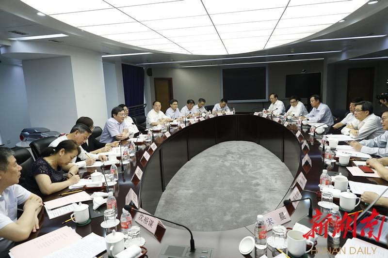 篮球公园:快讯丨杜家毫与陈虹座谈:共同推动湖南汽车产业提质增效、转型升级