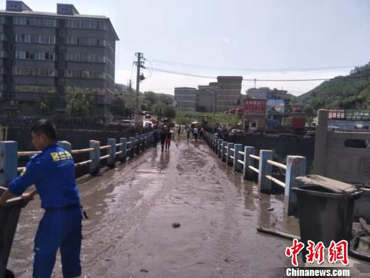 子长县一蓄水坝发生溃塌。供图